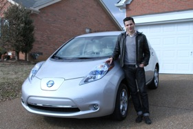 Writer Jacob Gordon of Treehugger.com with the Nissan Leaf. (Photo by Carmen Michelle Jaudon.)