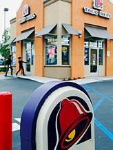Taco Bell restaurant in Los Angeles / © Reed Saxon/AP