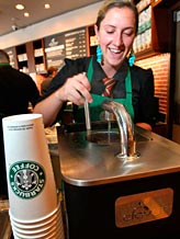 File photo of Starbucks barista (© Anthony Bolante/Reuters)