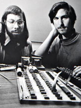 Steve Jobs, right, with Apple cofounder Steve Wozniak. © Tony Avelar/Bloomberg/Getty Images