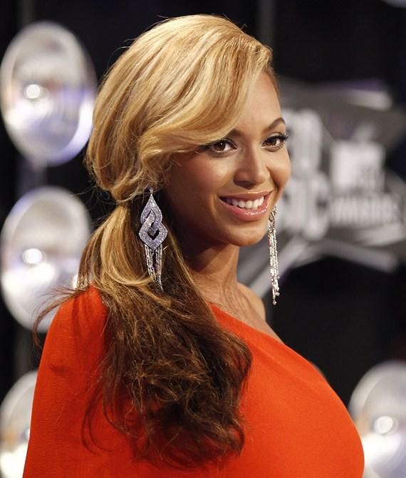 Бейонсе объявила о своей беременности на MTV Video Music awards.