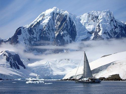 La magia, la belleza y toda la fuerza y el poder de intimidación de los mares helados se refleja en esta imagen. Foto: Sebastián Álvaro