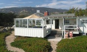 This 651-square-foot 'shack' on the California coast is priced at nearly $5.3 million. (© Realtor.com)