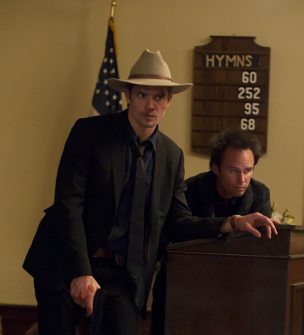 Timothy Olyphant (left), Walton Goggins