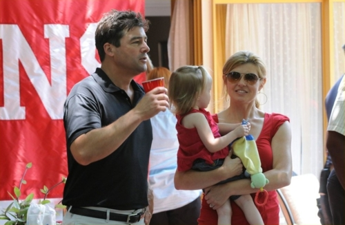 Kyle Chandler, Connie Britton in Friday Night Lights