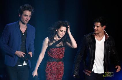 Rob, Kristen, and Taylor at the 2009 MTV Movie Awards