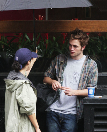 "Robert Pattinson filming ""Remember Me"""