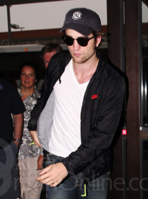 Rob leaves LAX for Vancouver