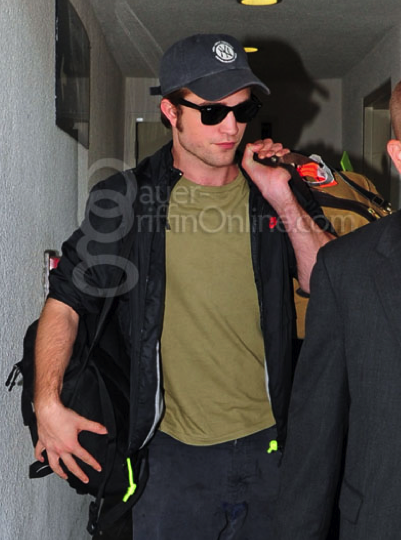 Rob arrives at LAX
