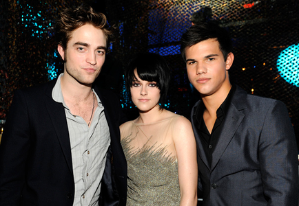 Rob, Kristen, and Taylor backstage at the MTV VMAs